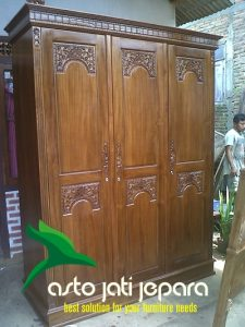 Lemari Baju Kayu Jati Model Majapahit