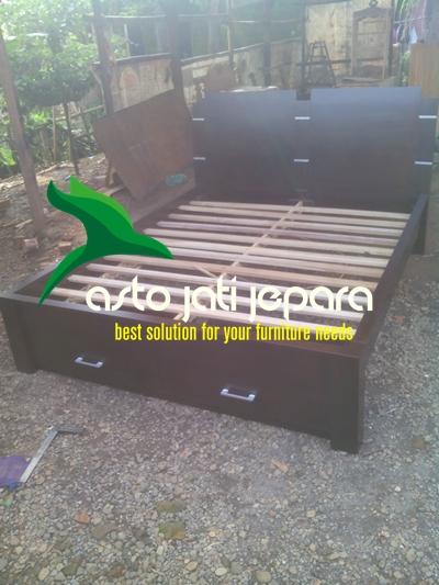 tempat-tidur-kayu-jati