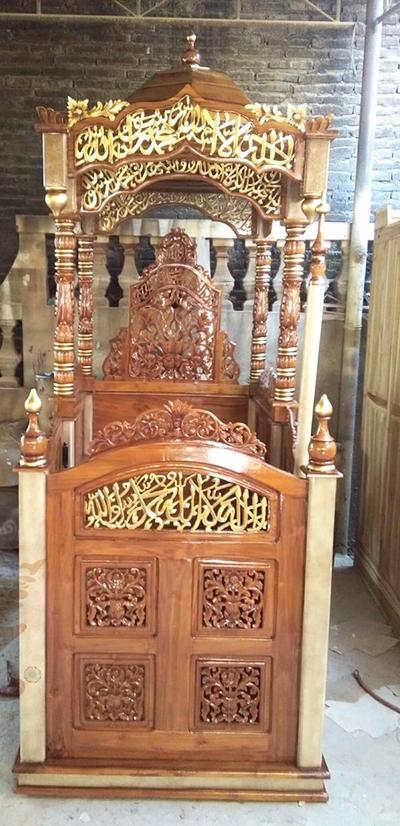 mimbar-masjid-ukiran-emas