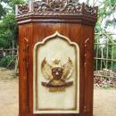 podium-ukiran-lambang-garuda